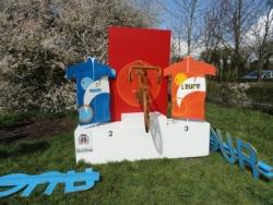 Le podium fait par la ville de Brionne
