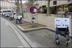 Manifestation pour les places de stationnements pour PMR