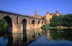 Le Pont Vieux et le Musée Ingres à Montauban
