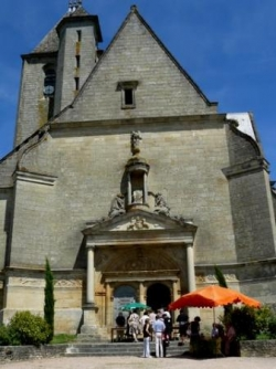 Entrée principale église d'Assier