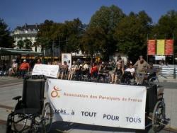 """Manifestation """"les bâtons dans les roues"""" à Tarbes le 27 09 2011"""
