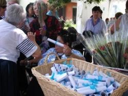 Serpil distribue poèmes et fleurs pour les mamans