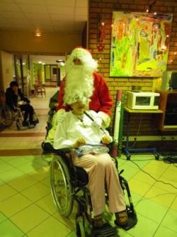 Le père Noël cache Yvette