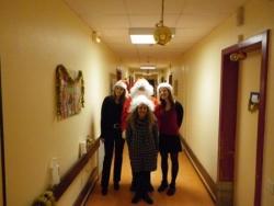 La famille Noël se promène dans les couloirs