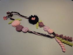 collier rose 3