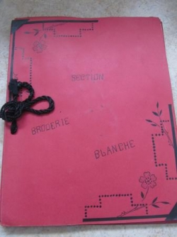 Cahier de broderie section broderie blanche