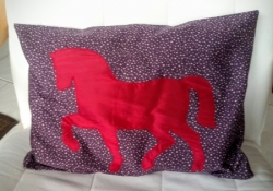 Coussin cheval rose