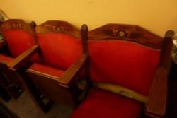 trois fauteuils rescapés