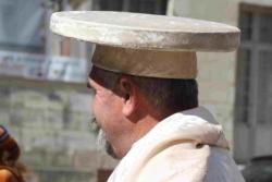 Chapeau de la confrérie du brie