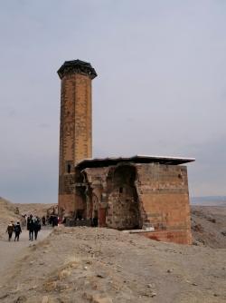 La mosquée Menüçehr