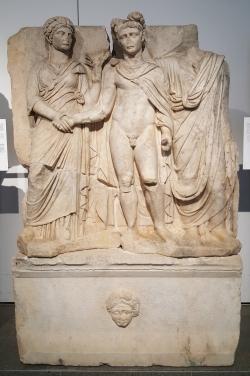 La salle abritant les bas-reliefs du Sébasteion