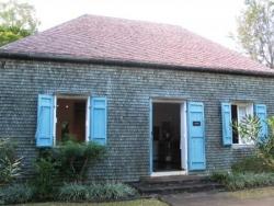 Maison en bardeaux de bois toit et murs