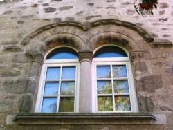 Fenêtre géminée de style roman
