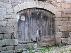 Porte avec arc clavé