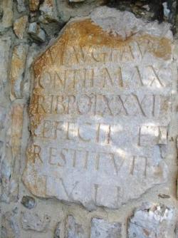 Borne romaine - Eglise du Crès