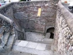 Navarrenx: fontaine souterraine