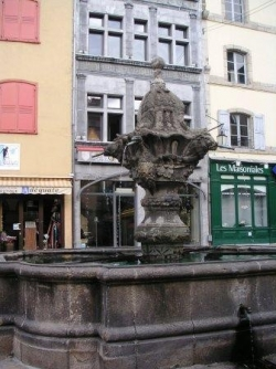 Le Puy Place du Plot