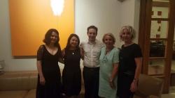 le bureau d'Israël Accueil avec les artistes