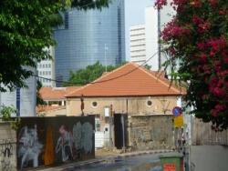 les typiques toits de tuile rouge