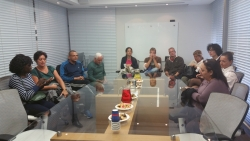 Dans la salle de réunion