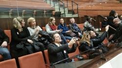 Tous assis à la galerie des délégations étrangères