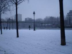 Le bassin de la Villette sous la neige