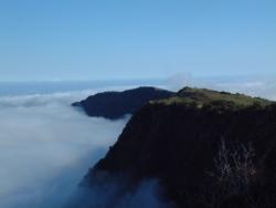 Bout de terre au-delà des nuages