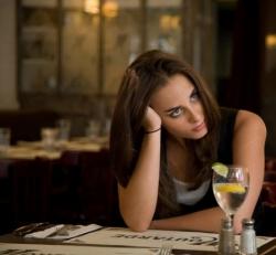 Pensive au déjeuner