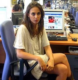 Sophie devant un ordinateur