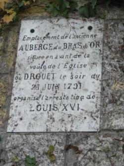 VT1 : Plaque commémorative à Varennes