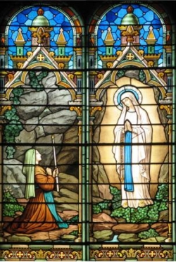 Notre-Dame de Lourdes (vitrail)