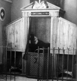 St Pio de Pietrelcina au confessional