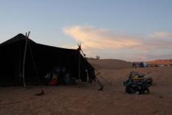 Tende bédouine pour vivre le désert la nuit