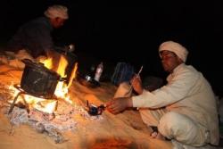Feu de bois pour préparation du repas et du thé
