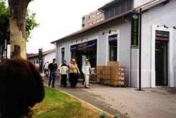 L'ancien lavoir (derrière Bât P) devenu magasin