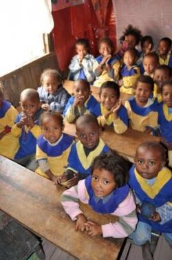 Les enfants du centre avec les nouveau uniformes