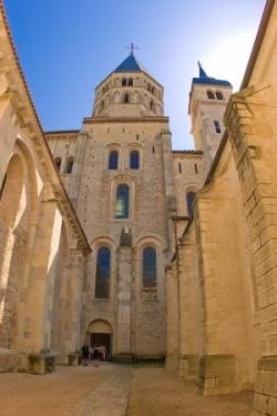 Une des entrées de la basilique