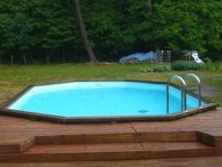 La piscine en face du Bois