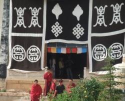 Avec les moines