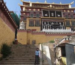 Dane devant Temple