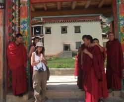 Ozlem et les moines