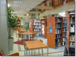 Médiathèque : espace de travail pour les élèves