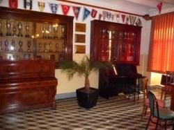 La salle des coupes sert aussi de salle de répétit