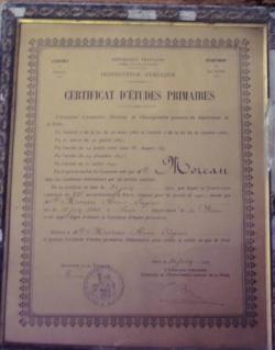 Un diplôme de certificat d'études primaires dans s