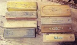8 plumiers en bois