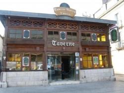 Une taverne