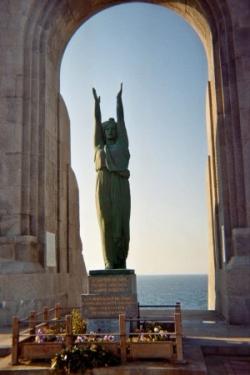 Statue en bronze vert