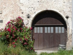 Porte charretière lorraine fleurie