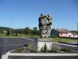 Sculpture sur la place de la mairie