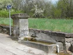Bleurville : fontaine de la rue de la Varenne